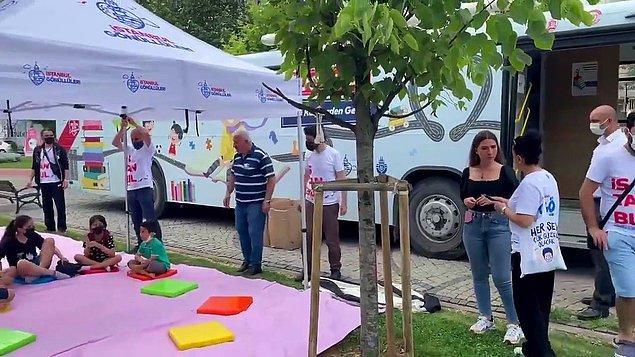 8. AKP'li Zeytinburnu Belediyesi, İstanbul Büyükşehir Belediyesi'nin '500İG gezici kütüphane eğlenerek öğreniyoruz' adlı etkinlik otobüsünü bulunduğu alandan kaldırdı.