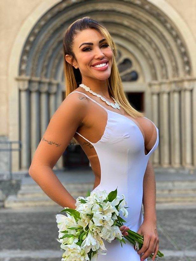 Brezilya'nın São Paulo eyaletindeki bir kilisede bir düğün töreni düzenlemiş. Gelinliği için ise kendisinin güzel hatlarını ortaya çıkaran beyaz bir elbise giymiş.