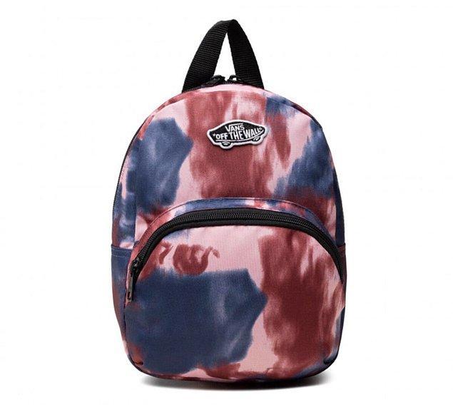 6. Spor stilinizi tamamlamak için Vans sırt çantalarına göz atabilirsiniz.