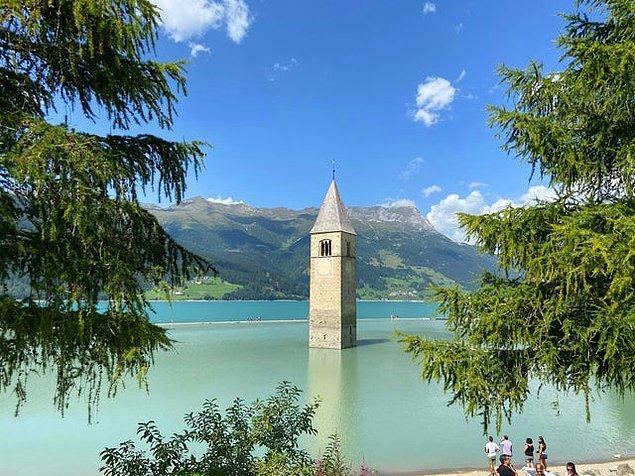 """11. """"İtalya'da yarısı su altında olan bir kilise var."""""""