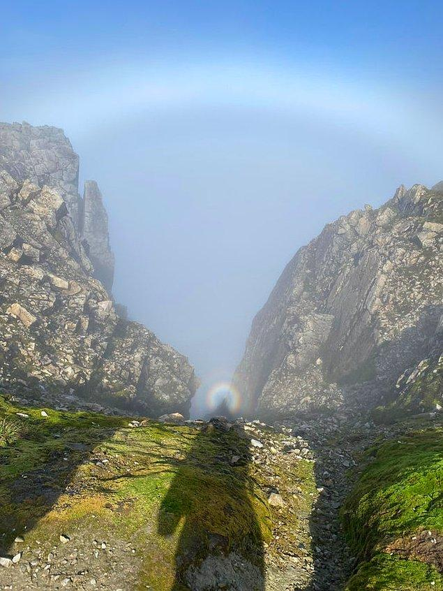 """13. """"İskoçya'daki Ben Nevis dağını tırmanınca çektiğim bu fotoğrafta gölgemin üzerinde bir hale çıktığını fark ettim."""""""