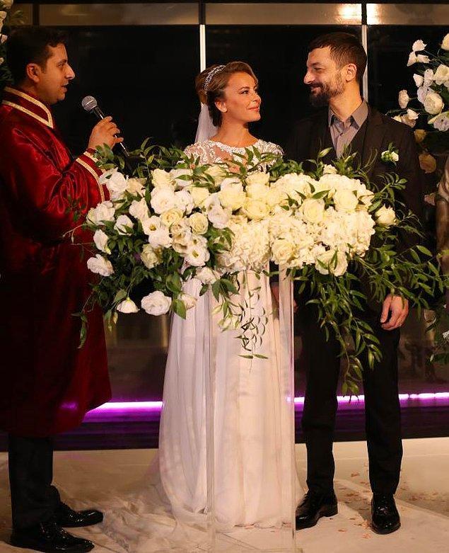 Taksim CVK Park Bosphorus Hotel'deki nikâha sınırlı sayıda davetli katıldı. Çiftin nikahı Beşiktaş Belediyesi tarafından kıyıldı.