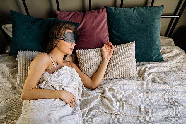 7. Uyumadan önce aklınıza son gelen kişi, ya en sevdiğiniz ya da en sinir olduğunuz kişidir.
