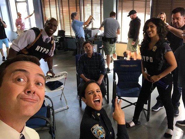 1. Brooklyn Nine-Nine, önümüzdeki hafta yayınlanacak bölümle beraber ekranlara veda edecek. :(