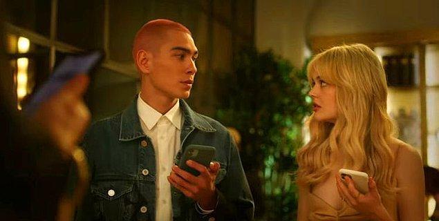 3. Gossip Girl, 2. sezon onayını aldı.
