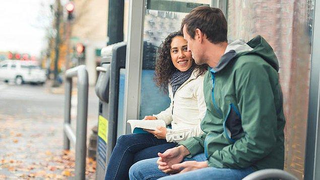 5. Yabancıların birbirine laf atması, iltifat etmesi veya konuşmaya başlaması çok normal.