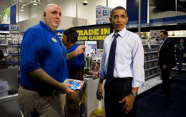 20. Dönemin Amerikan Başkanı Barack Obama Nintendo Wii cihazı için Just Dance 3 satın alıyor. -2011