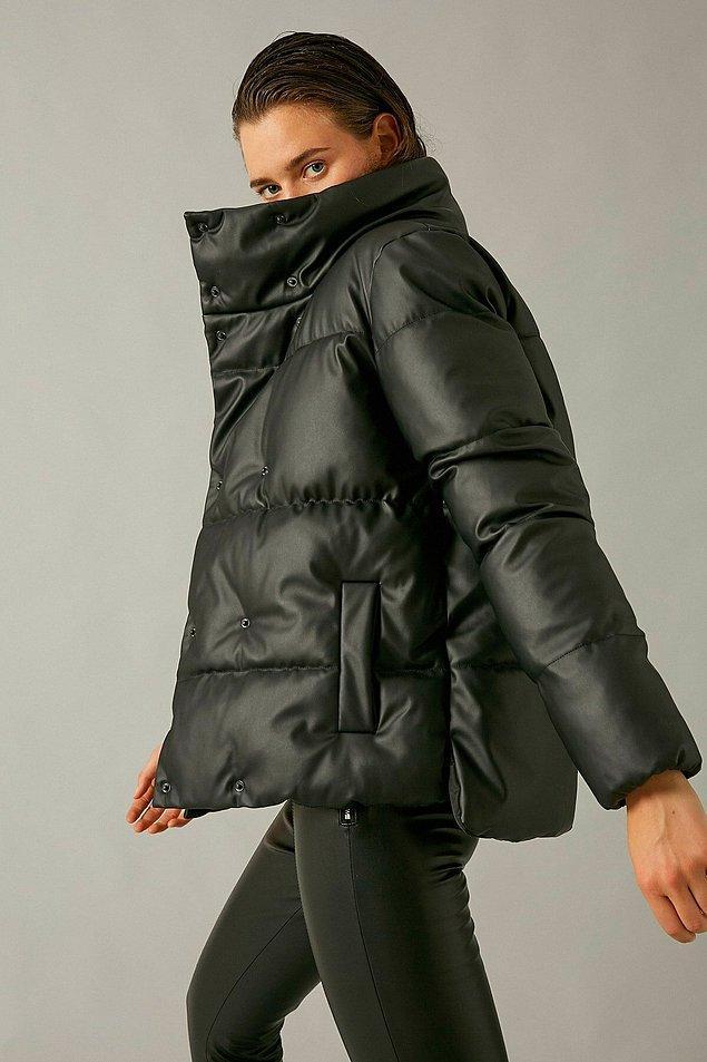 12. Deri görünümlü kaban, Koton'un en beğenilen modellerinden biri... Oversize mont sevenler kaçırmasın.