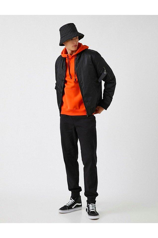18. Spor şık giyinmeyi seven beyler için: Koton jogger fit pantolon