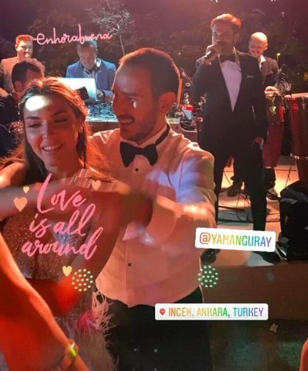 Üstelik Kenan Doğulu Ankara'daki düğünde sahneye çıkarak konuklara ufak bir konser vermiş.