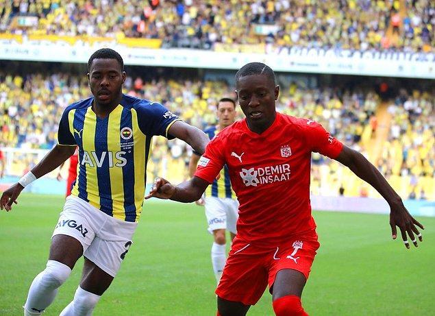 Fenerbahçe, Sivasspor ile ilk yarıda gelen goller sonucunda 1-1 berabere kalırken ligdeki ilk puan kaybını yaşadı.