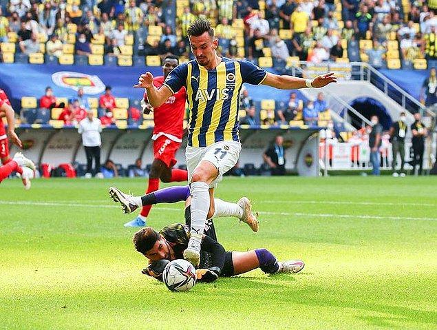 Fenerbahçe, 23. dakikada Bright Osayi-Samuel ile öne geçerken 45. dakikada Pedro Henrique'nin golü, skoru eşitledi.
