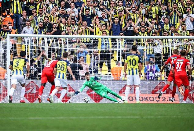 Ligde ilk kez gol yiyen ve ilk puan kaybını yaşayan Fenerbahçe, 4 maç sonunda 10 puana ulaşırken Sivasspor, ilk 4 hafta sonunda galibiyet ile tanışamadı.