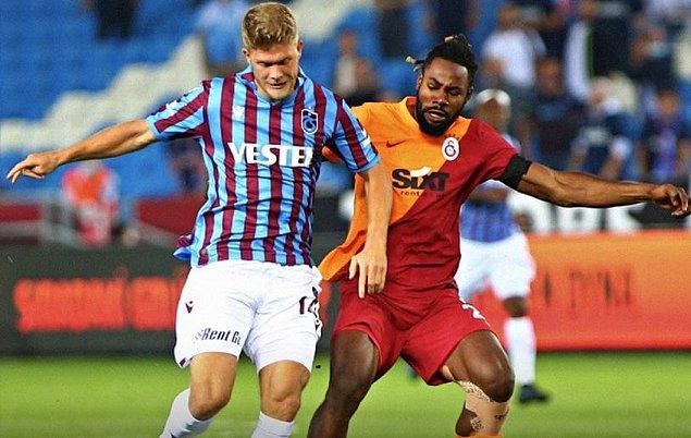Galatasaray ilk yarıda Emre Kılınç'ın golleri ile 2-0 öne geçti ancak,