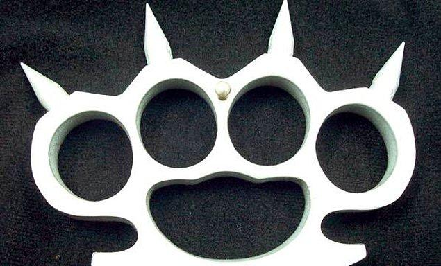9. Muşta ise yumruğu güçlendirmek için kullanılan bir alet.