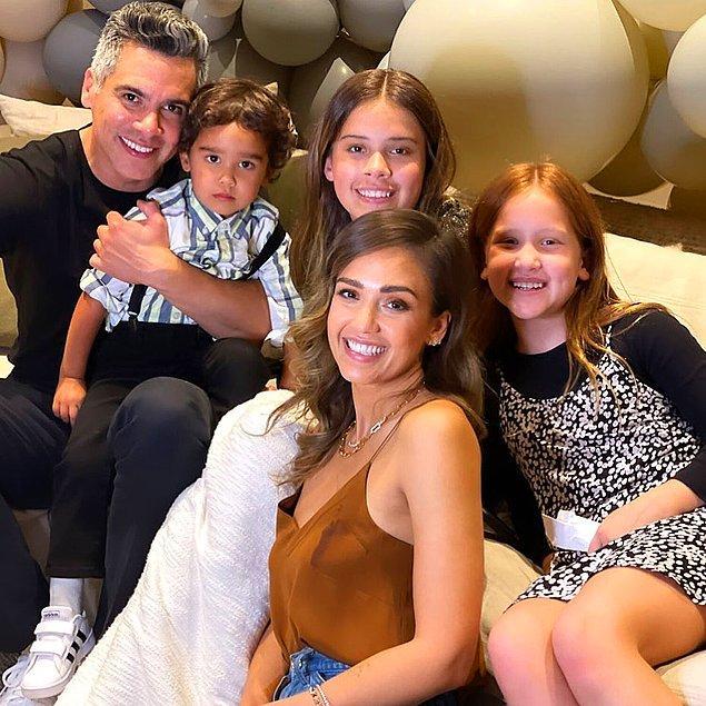 2008'de Cash Warren ile evlenen oyuncunun bu beraberlikten üç çocuğu dünyaya geldi. Jessica'nın sosyal medya hesabı ailesinin şirin mi şirin anılarıyla dolu.😍