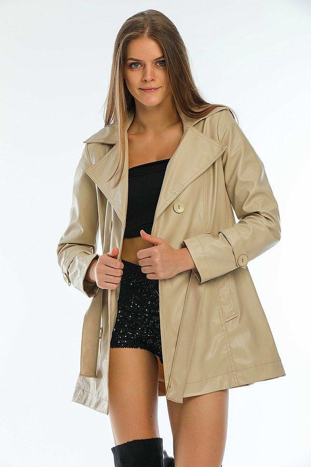 6. Suni deri trençkot, spor giyinmeyi tercih ettiği günlerde Kate Middleton'ın kullanacağı tarzda bir parça...