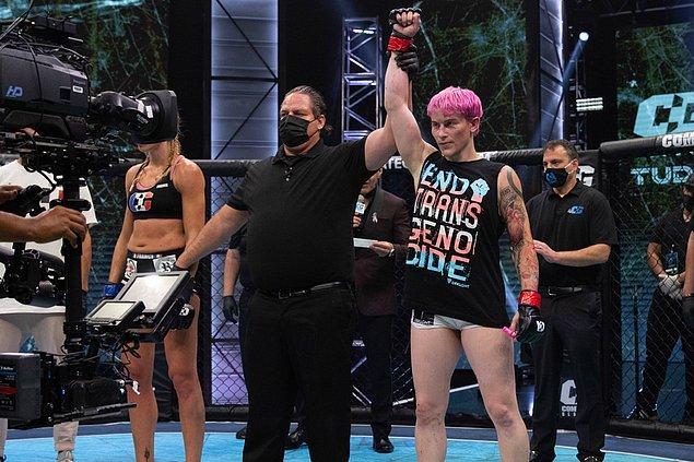 Geçtiğimiz günlerde ise MMA dövüşlerine katılan trans birey Alana McLaughlin rakibini yenerek bir diğer örnek oldu.