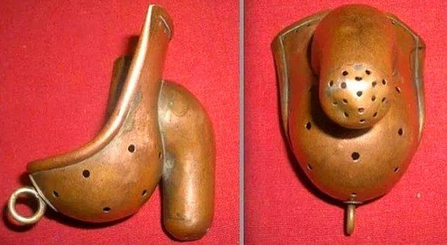 6. 19. yüzyılda mastürbasyon yapmanın deliliğe neden olacağı düşünüldüğü için kişinin mastürbasyon yapmasını engelleyen bu ürün: