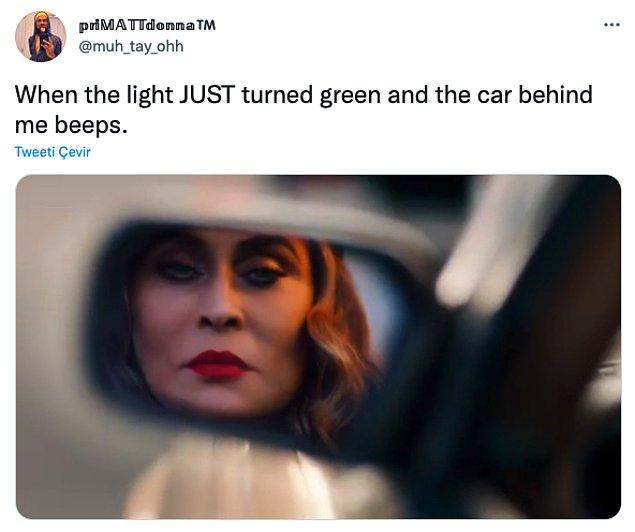 """13. """"Trafik lambası yeni yeşile dönmüştür ve arkamdaki araba kornaya basmıştır."""""""
