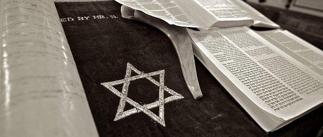 Yahudilerin durumunu peygamberleri daha baştan söylemiştir aslında bir kehanet olarak.