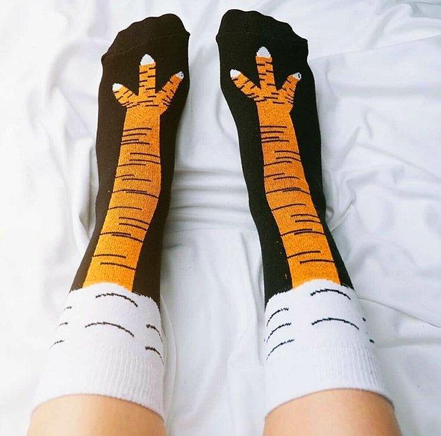 5. Komiklikler, şakalar... Tavuk bacağı çoraplar sence de çok tatlı değil mi? 😂