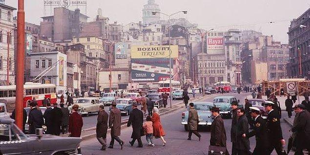 1. İşe giden insanlar, İstanbul, 1960.