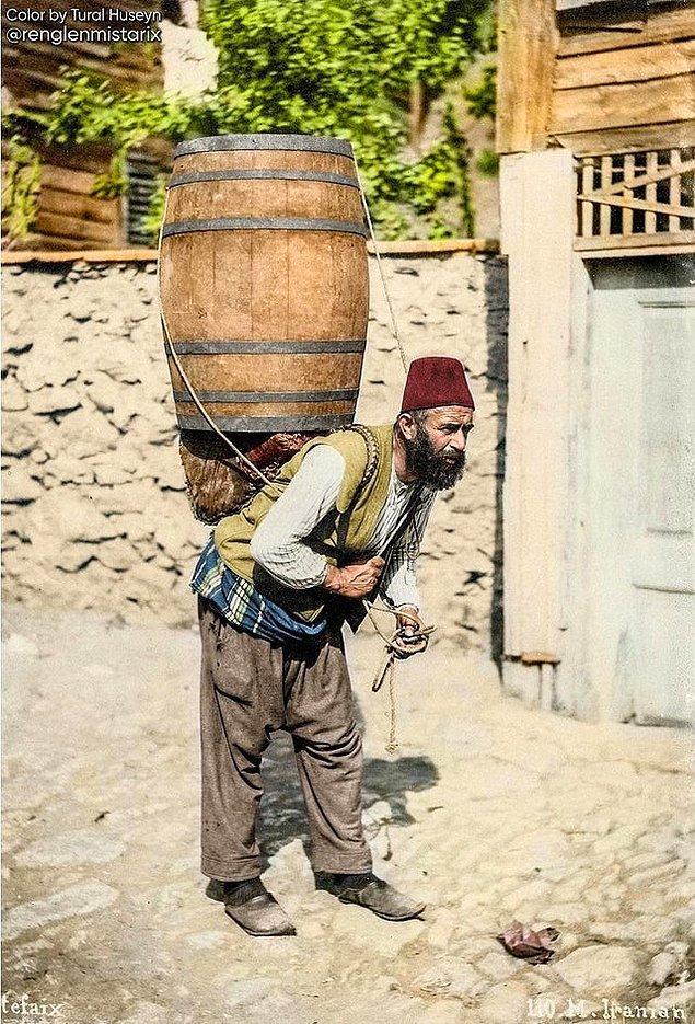4. Şarap satıcısı, İstanbul, 1900.
