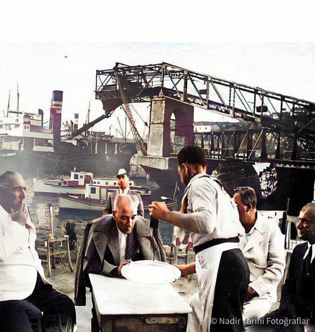 15. Atatürk ve arkadaşlarının kahve keyfi, İstanbul, 1937.