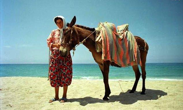 14. Atını gezdiren kadın, Antalya, 1990.