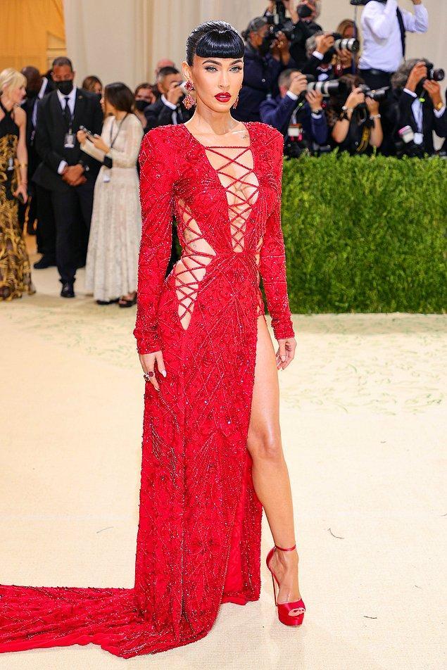 Önceki gece MTV Video Müzik Ödülleri'ndeki kıyafeti konuşulan Megan Fox, her yere yetişiyor.