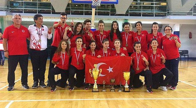 2017'de 20 Yaş Altı İşitme Engelliler Kadın Basketbol Milli Takımı ile Avrupa şampiyonluğu yaşadı.