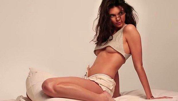 Kendall Jenner'ın Transparan Elbisesi Nefes Kesti! Kendall Jenner 2021 MET Gala'da Şeffaf Elbisesiyle...