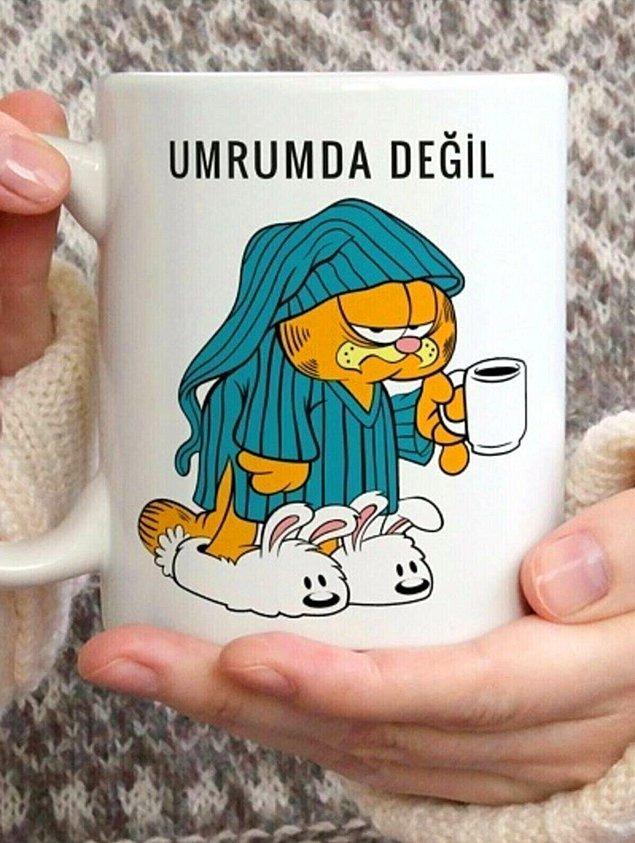 5. Miskinliğin yıkılmaz kalesi Garfield tam da o yağmurlu günün kupası.