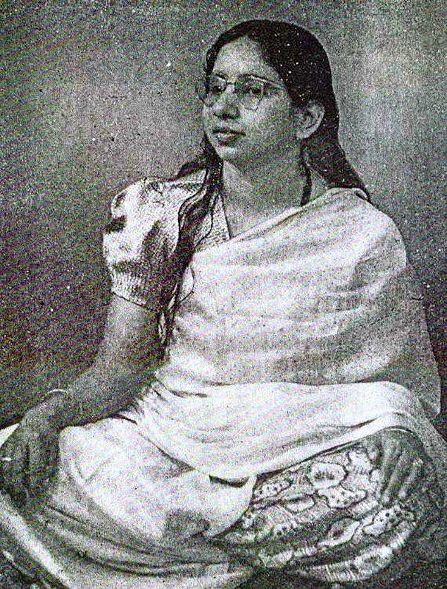 Shanti'nin bahsettiği kişiyi bulan dostları onunla Shanti'yi bir araya getirmek istedi, fakat Shanti'yi test etmek amacıyla kocası değil bir akrabası gönderildi.