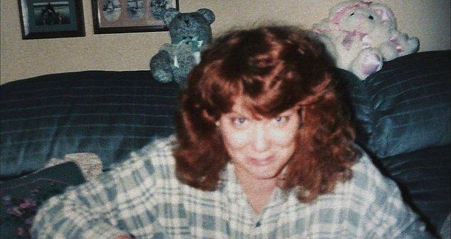 Dışarıdan bakan herkesin imrendiği bir hayat süren Shelly Knotek yaşadığı bölgenin en yardımsever ve iyi kalpli kadını olarak biliniyordu.
