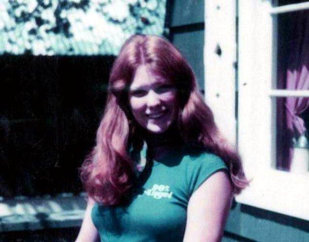 15 yaşındayken babasının tecavüzüne uğradığı yalanını atarak büyükannesine giden Shelly, burada yaşarken ilk kocası ile tanıştı ve 17 yaşındayken evden kaçtı.