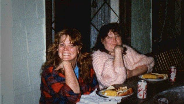 Gidecek yeri olmadığı için Shelly'nin dediklerini yapan Kathy, ev işlerini çıplak yapıyor ve her gece uyuşturucu ilaç içmeye zorlanıyordu.