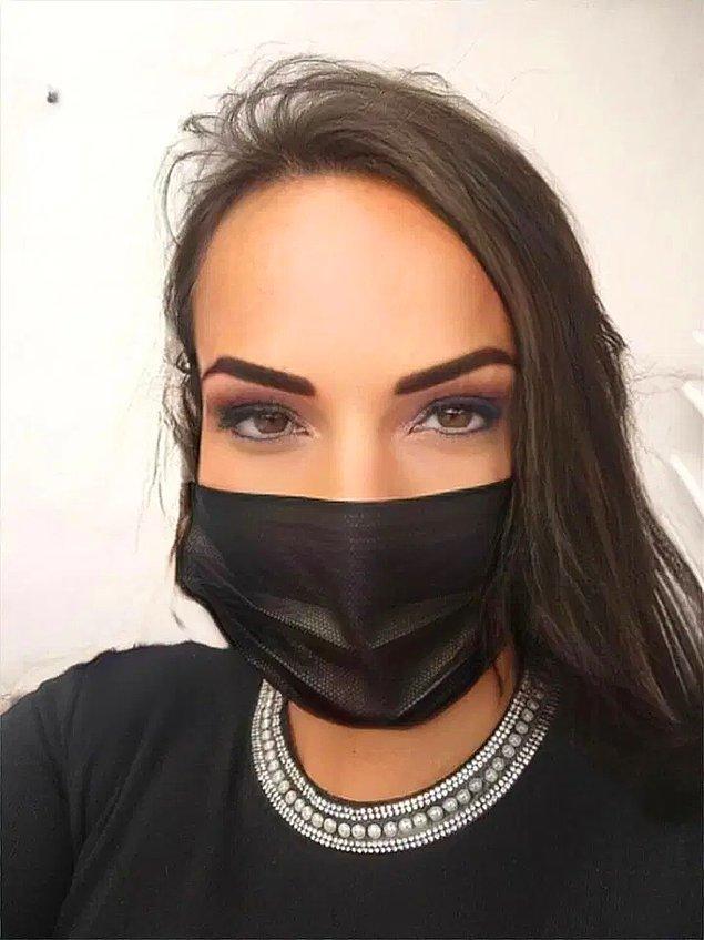 Müşterilerinin genellikle kendisinden öksürmesini ve hapşırmasını, bazen de maskeli şovlar yapmasını istediklerini anlatıyor.
