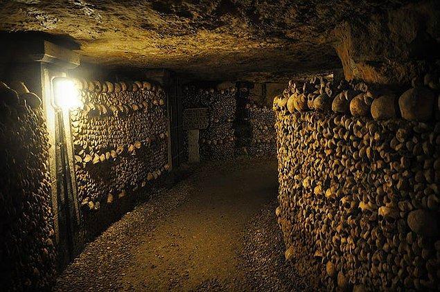 4. Paris'te milyonlarca insanın kafatasının yer aldığı bu yeraltı mezarlığı:
