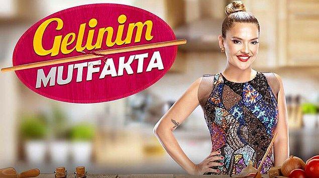 Biliyorsunuz Kanal D ekranlarında yıllardır yayınlanan ve severek izlenen Gelinim Mutfakta programını Onur Büyüktopçu, Fatih Ürek ve Seda Sayan'ın ardından bu sezon Demet Akalın sunmaya başladı.
