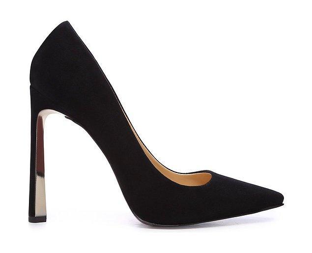 7. Klasik topuklu ayakkabı modelleri ile ofisin en şık kadını olacağınıza emin olabilirsiniz.