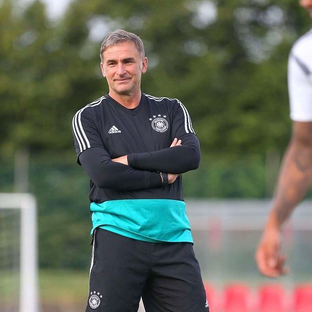 1981 senesinde profesyonel futbol hayatına Almanya'nın Neunkirchen takımıyla başlayan Kuntz, daha sonra sırasıyla Bochum, Uerdingen ve Kaiserslautern takımlarında forma giydi.