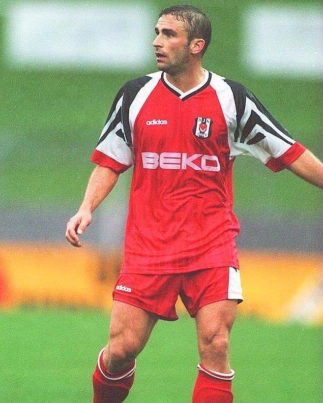Alman futbolcunun 1995'te ise yolu Türkiye'ye düştü. 1995-96 sezonunda tecrübeli forvet 1.5 milyon Euro bonservis bedeli karşılığında Beşiktaş'a imza attı.