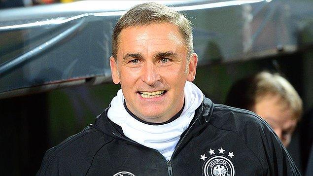 Futbolculuk kariyerinde Türkiye'deki tek sezonunda kupa kazanamayan Kuntz, 1996'da Almanya ile Avrupa Şampiyonu olurken,