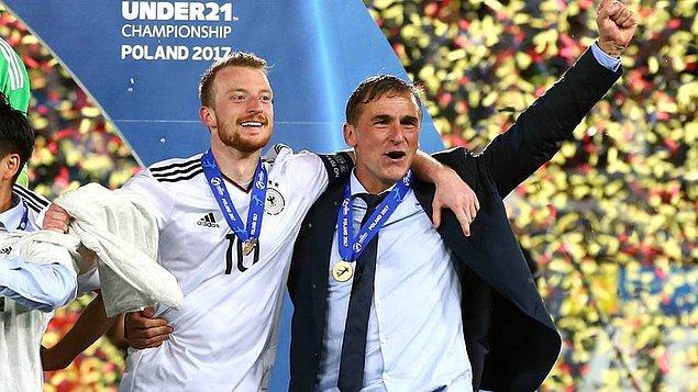 Almanya Milli Takımı'nda Joachim Löw'ün ayrılığının kesinleşmesinin ardından 58 yaşındaki Kuntz'un ismi uzun bir süre çok ciddi şekilde A takım ile anılmıştı.