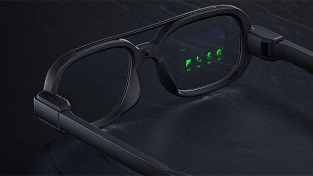 OLED'in ise yerini yavaş yavaş MicroLED'e bırakacağı düşünülüyor. Ancak bu teknoloji yüksek masraflı olduğundan henüz ticari amaçlı ürünler dışında pek yaygınlaşmış değil.