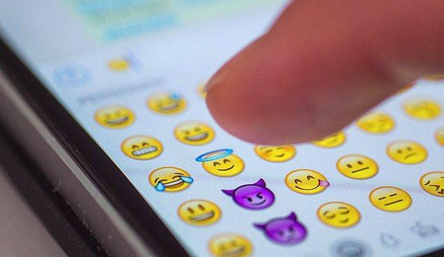Emojiler artık internet kültürünün vazgeçilmez bir parçası oldu biliyorsunuz ki. Hatta her sene 17 Temmuz'da Dünya Emoji Günü bile kutlanıyor!