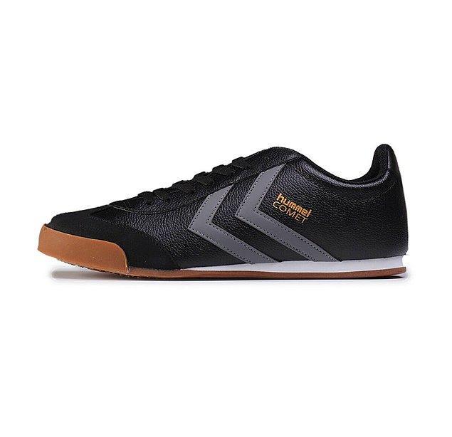 12. Hem rahat olsun hem şık dursun, çok da pahalı olmasın dersen Hummel Comet tam da aradığın sneaker.