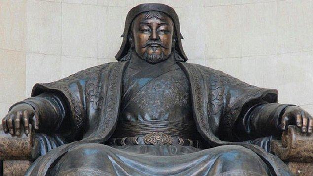 Bu iddiaların yanı sıra genç bir prensesin kendisine saldıran Cengiz Han'ı hadım ettiği iddiası hükümdarın ölüm nedenlerinden biri olarak anılıyor.